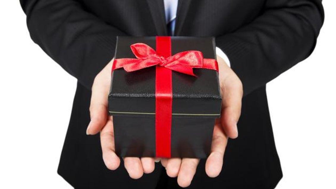 9 nguyên tắc vàng nhất định phải nhớ khi tặng quà doanh nghiệp