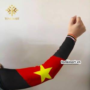 Sản xuất găng cánh tay in hình lá cờ