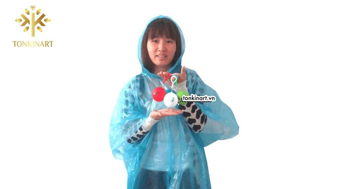 Áo mưa quả bóng