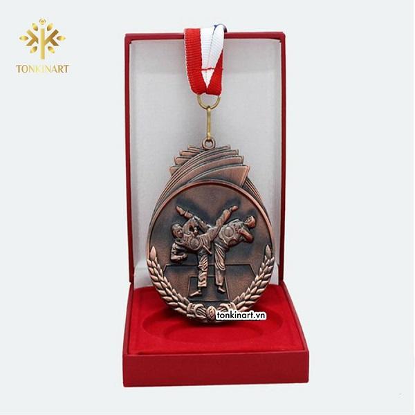huy chương giải chạy Marathon tại Hà Nội