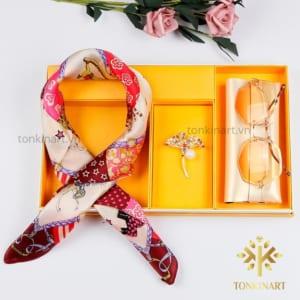 set khăn lụa kính trâm cài vest , , set khăn lụa, , set quà tặng nữ, quà tặng cao cấp, quà tặng doanh nhân,