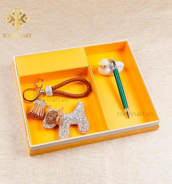 set móc chìa khóa bút, set chìa khóa, set khăn lụa, , set quà tặng nữ, quà tặng cao cấp, quà tặng doanh nhân,